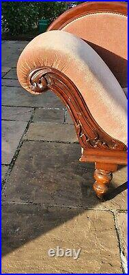 Beautiful Antique Chaise Longue Sofa in Lovely Condition