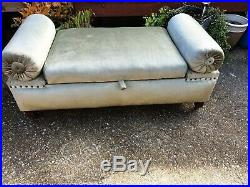 Vintage chaise lounge with storage green fabric with castors can deliver see des